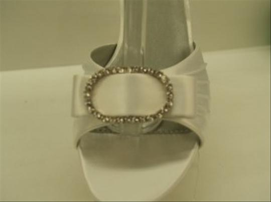 Dyeables White Low Heels Formal Size US 7 Regular (M, B)