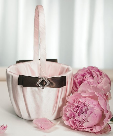 Preload https://img-static.tradesy.com/item/48209/pink-and-brown-strawberry-and-chocolate-flower-girl-basket-0-0-540-540.jpg
