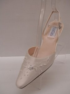 1173954fddcf Dyeables Diamond Silk White Private Collection Valentina New Ivory Beige Closed  Toe Pointy Toe Slingback