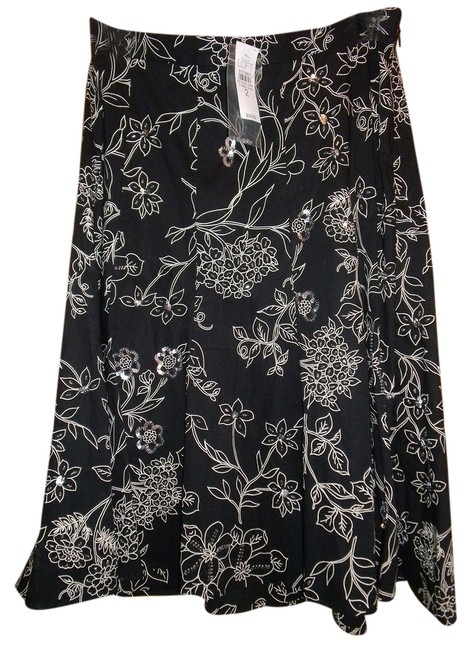 Preload https://item1.tradesy.com/images/ann-taylor-loft-floral-wsequined-and-beaded-accents-2-size-2-xs-26-4824610-0-0.jpg?width=400&height=650