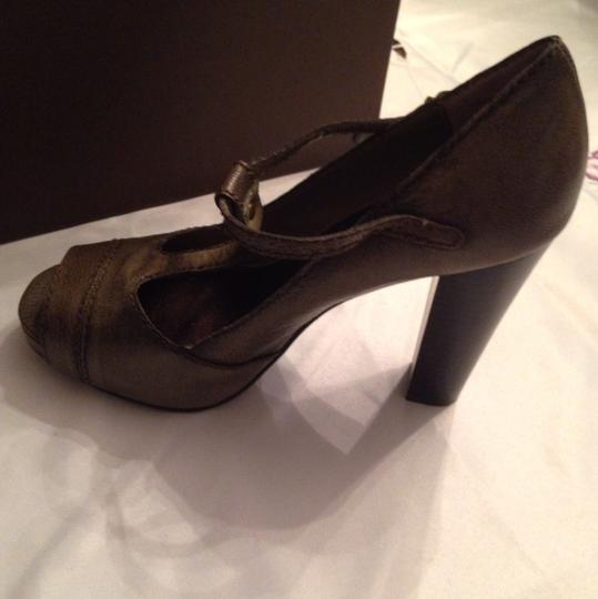 Vera Wang Taupe Army Green Pumps Image 5