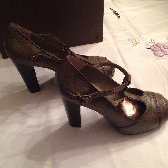Vera Wang Taupe Army Green Pumps Image 7