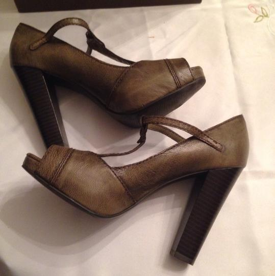 Vera Wang Taupe Army Green Pumps Image 8