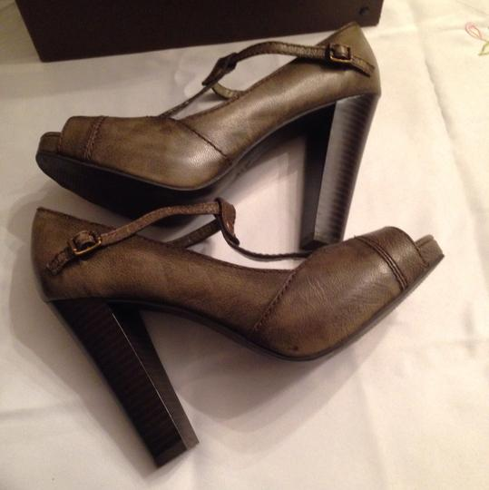 Vera Wang Taupe Army Green Pumps Image 9