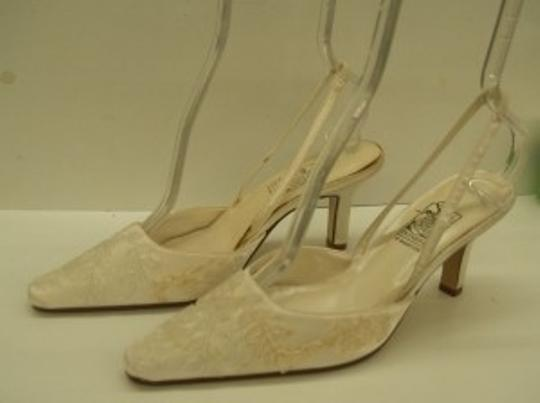 Preload https://item3.tradesy.com/images/special-occasions-by-saugus-shoe-ivory-3030-size-us-75-48267-0-0.jpg?width=440&height=440