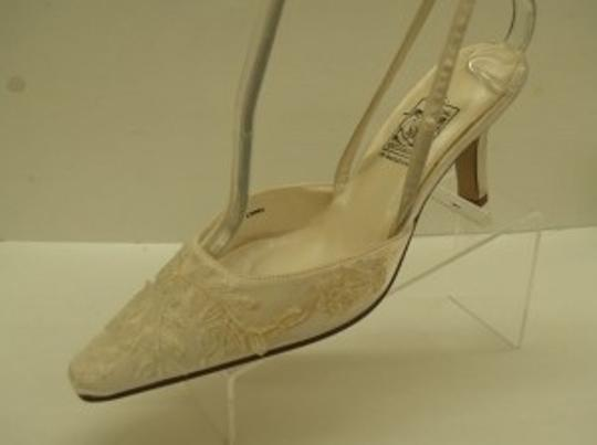 Special Occasions by Saugus Shoe Ivory 3030 Size US 7.5