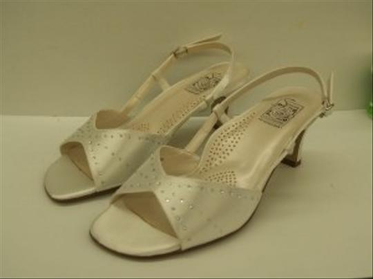 Special Occasions by Saugus Shoe White Adelle 2530 7.5w Open Ankle Strap Silver And Sandals Size US 7.5 Wide (C, D)