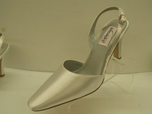 Dyeables Chrissy White Size: 8 Size 8 Closed Toe Slingback Satin Shoes White Wedding Shoes