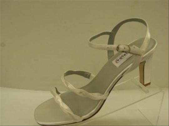 Dyeables Breathless White Size: 8 Wedding Shoes