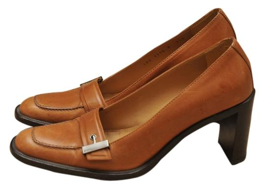 Preload https://item4.tradesy.com/images/gucci-classic-tan-leather-heel-loafer-with-buckle-b-mulesslides-size-us-75-4833463-0-0.jpg?width=440&height=440