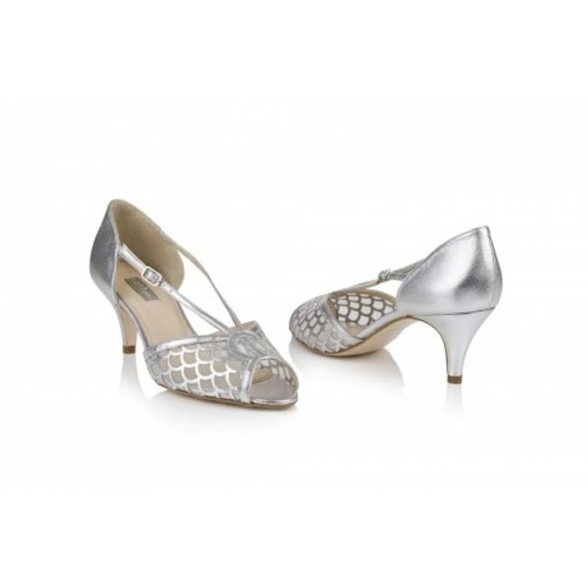 Item - Silver Roxie Rachel Simpson; Eu 40; Pumps Size US 9 Regular (M, B)