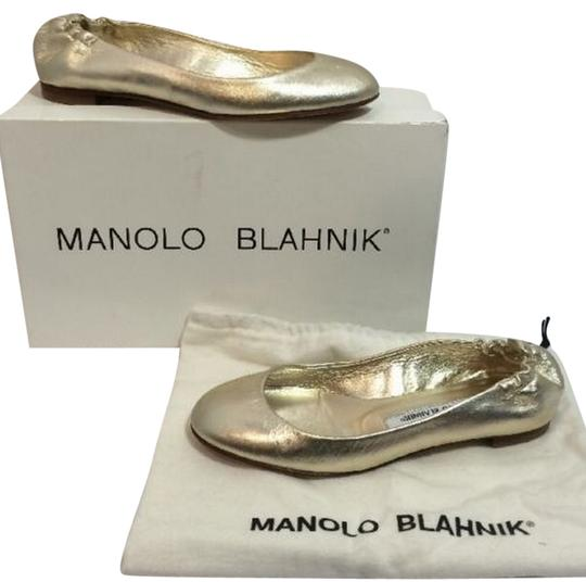 Preload https://item2.tradesy.com/images/manolo-blahnik-gold-leather-flats-size-us-55-regular-m-b-4834321-0-0.jpg?width=440&height=440
