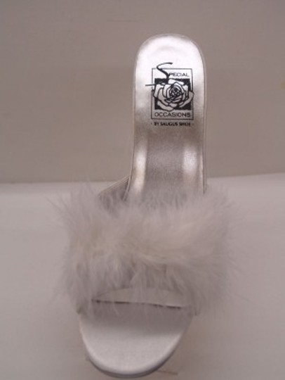 Special Occasions by Saugus Shoe White Fur Heeled Slippers Size US 8