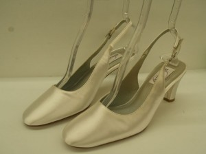 Dyeables White Mid Heel Size US 8