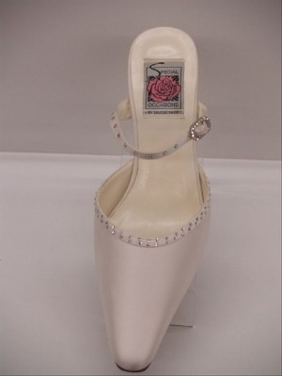 Special Occasions by Saugus Shoe Diamond/Silk White Low Heels Formal Size US 8