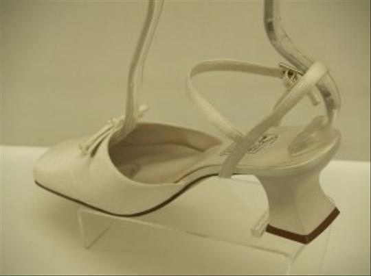 Special Occasions by Saugus Shoe Diamond/Silk White 2535 Closed Toe Vintage Look Comfortable Size US 8.5