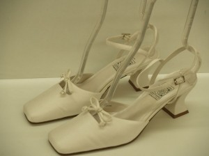 Special Occasions by Saugus Shoe Diamond/Silk White Vintage Closed Toe Thick Heel Chunky Square Crepe Size US 10