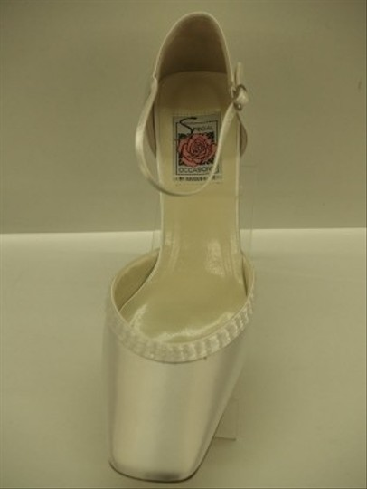 Special Occasions by Saugus Shoe Ivory 3830 Closed Toe Square Heel Chunky Heel Comfortable Classic Formal Size US 9