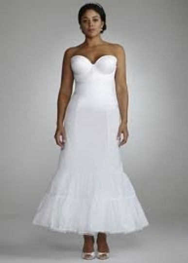 Preload https://img-static.tradesy.com/item/48470/white-fit-and-flare-bridal-slip-style-9550w-size-16w-0-0-540-540.jpg