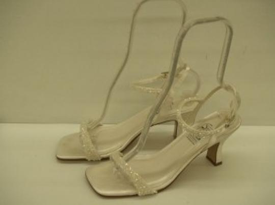 Special Occasions by Saugus Shoe Diamond/Silk White 3930 Off-white Strappie Style Size:9 Size US 9