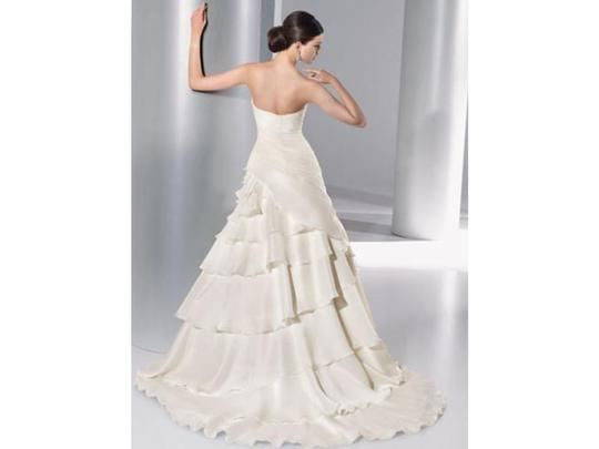 Demetrios Ivory Organza 3137 Modern Wedding Dress Size 2 (XS)