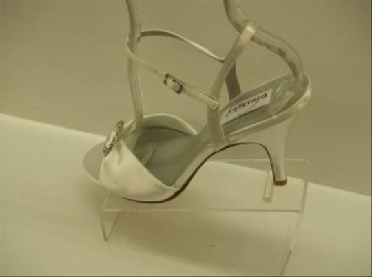 Dyeables White On Fire Satin Open Toe Sandals Bling Rhinestone Brooch Sexy Size US 9