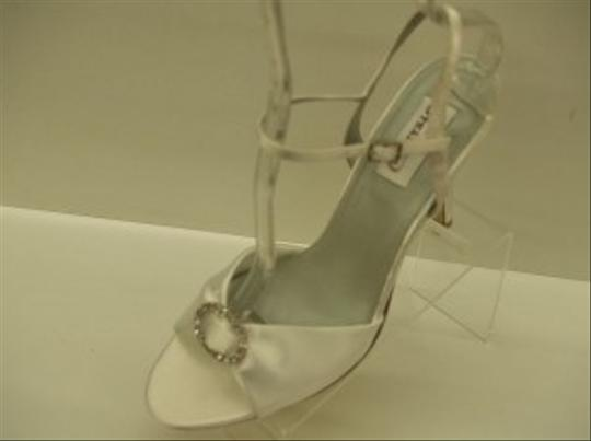 Dyeables White Satin Open Toe Sandals Bling Rhinestone Brooch Sexy Size US 9