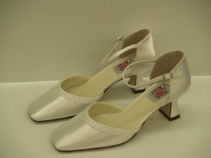 Special Occasions By Saugus Shoe 3830 White Size: 9.5 Closed Toe Beaded White Satin Wedding Shoes