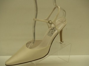 Special Occasions By Saugus Shoe 36037 Saugus Ivory Size: 10 Closed Toe Pointy Toe Beige Ivory Satin Size 10 Wedding Shoes