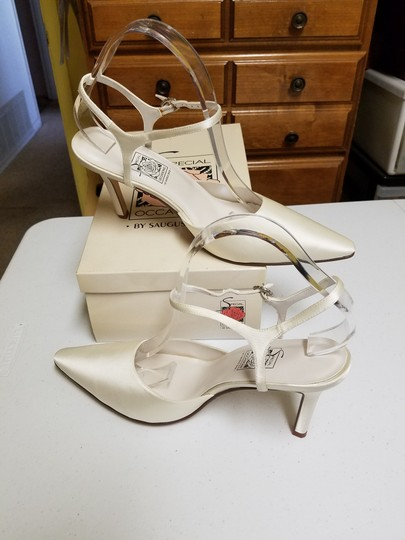 Preload https://item4.tradesy.com/images/special-occasions-by-saugus-shoe-ivory-38057-formal-size-us-10-regular-m-b-48603-0-2.jpg?width=440&height=440
