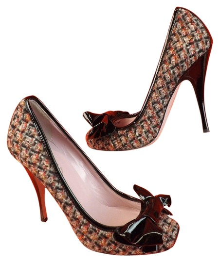 Preload https://item4.tradesy.com/images/valentino-multi-color-red-natural-tweed-black-patent-lth-bow-395-pumps-size-us-95-regular-m-b-4863958-0-0.jpg?width=440&height=440