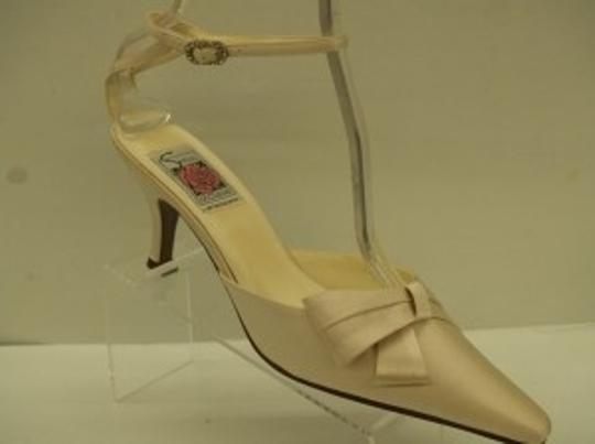 Special Occasions by Saugus Shoe Champagne 38075 Silk Formal Size US 7