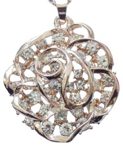 Betsey Johnson NWT Betsey Johnson Crystal Rose Pendant Necklace