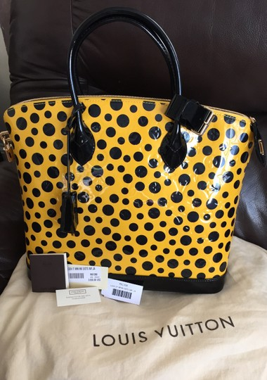 Louis Vuitton Limited Edition Lv Yayoi Kunama Collection Lock It Mm Vernis Infinity Leather Tote in yellow polka Dots