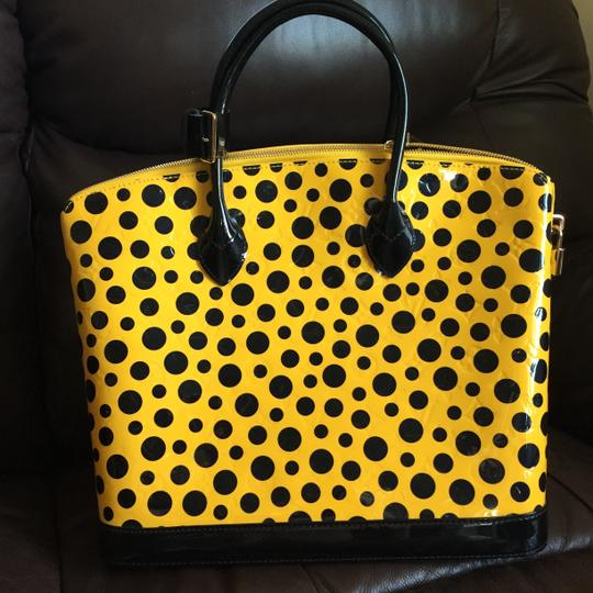 Louis Vuitton Limited Lv Yayoi Kunama Collection Lock It Mm Vernis Infinity Leather Tote in yellow polka Dots