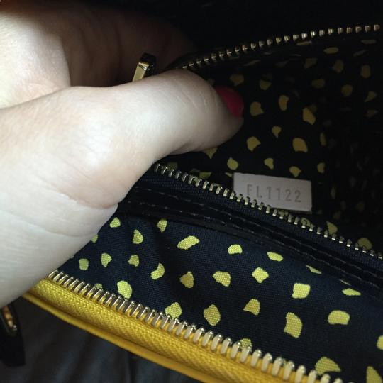 Louis Vuitton Limited Edition Lv Yayoi Kunama Collection Lock It Mm Vernis Infinity Leather Tote in yellow polka Dots Image 9