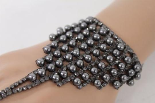 Other Women Hand Chain Pewter Slave Ring Bracelet Rhinestones Pearls