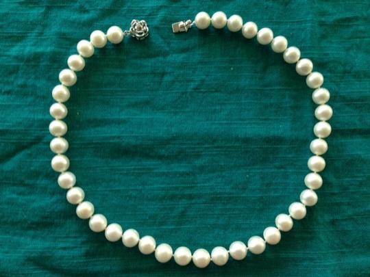 White Genuine Pearls Luxury Size (Like Never Worn) Necklace