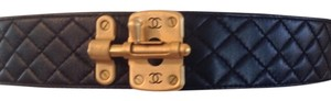 Chanel CHANEL RARE VINTAGE '94P BLACK LEATHER DIAMOND QUILTED CC BELT