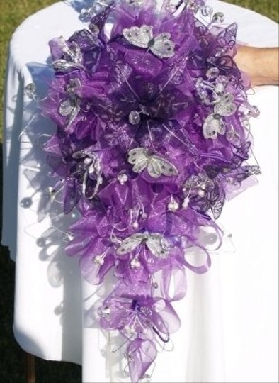 Preload https://img-static.tradesy.com/item/48778/purple-wedding-bouquet-and-matching-headpiece-0-1-540-540.jpg