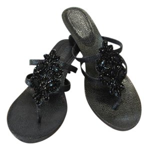 Kenneth Cole New Excellent Condition Size 7.50 black Sandals
