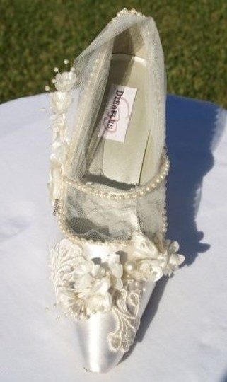 Ivory Shoe Centerpiece