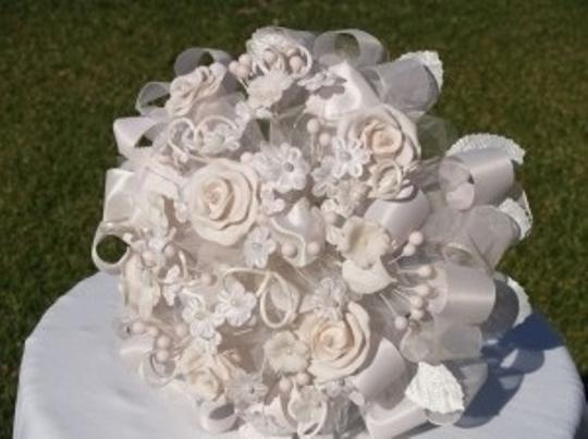 Preload https://item4.tradesy.com/images/other-handmade-round-bouquet-white-and-light-pink-48848-0-0.jpg?width=440&height=440