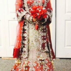 Red and White with Heavy Crystal and Beading. Bridal Lengha Traditional Wedding Dress Size 4 (S)