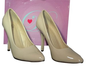 Delicious beige Pumps