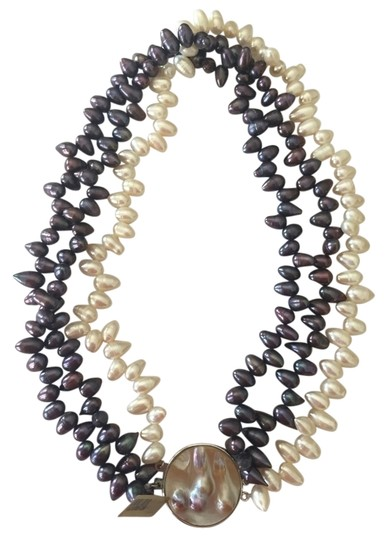 Preload https://img-static.tradesy.com/item/4907962/black-white-silver-reversible-and-pearl-statement-necklace-0-0-540-540.jpg