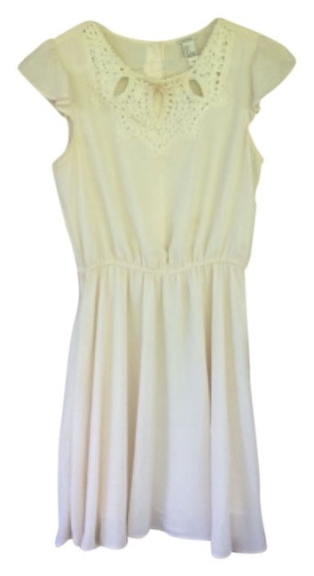 Preload https://img-static.tradesy.com/item/4910821/forever-21-cream-above-knee-night-out-dress-size-6-s-0-0-650-650.jpg