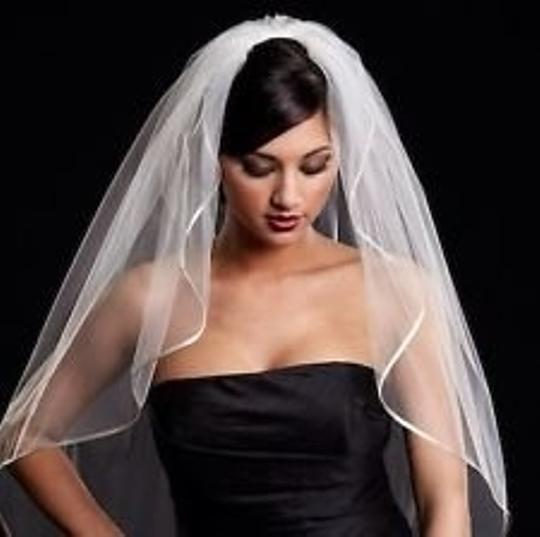 Diamond/Silk White Medium Toni Federici Bridal Veil