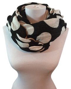 Express Oversized blanket scarf. Black with white polka dots. Soft Cotton