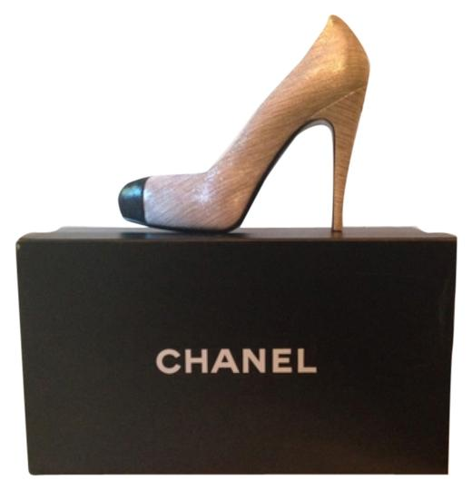 Preload https://item4.tradesy.com/images/chanel-silver-and-black-pumps-size-us-8-regular-m-b-4940248-0-0.jpg?width=440&height=440
